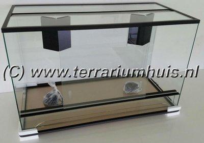 Terrarium 80*40*50 cm.